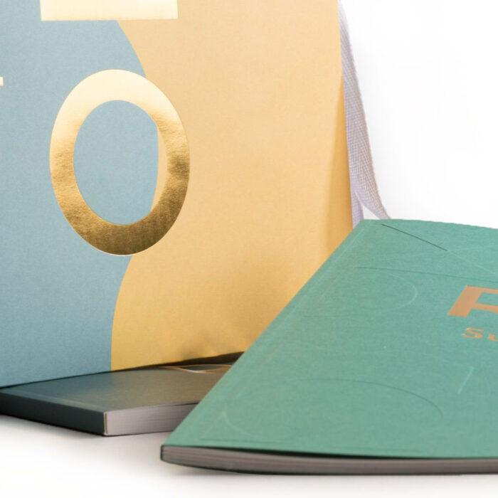 Broschyr och Bärkasse med egen design och eget tryck