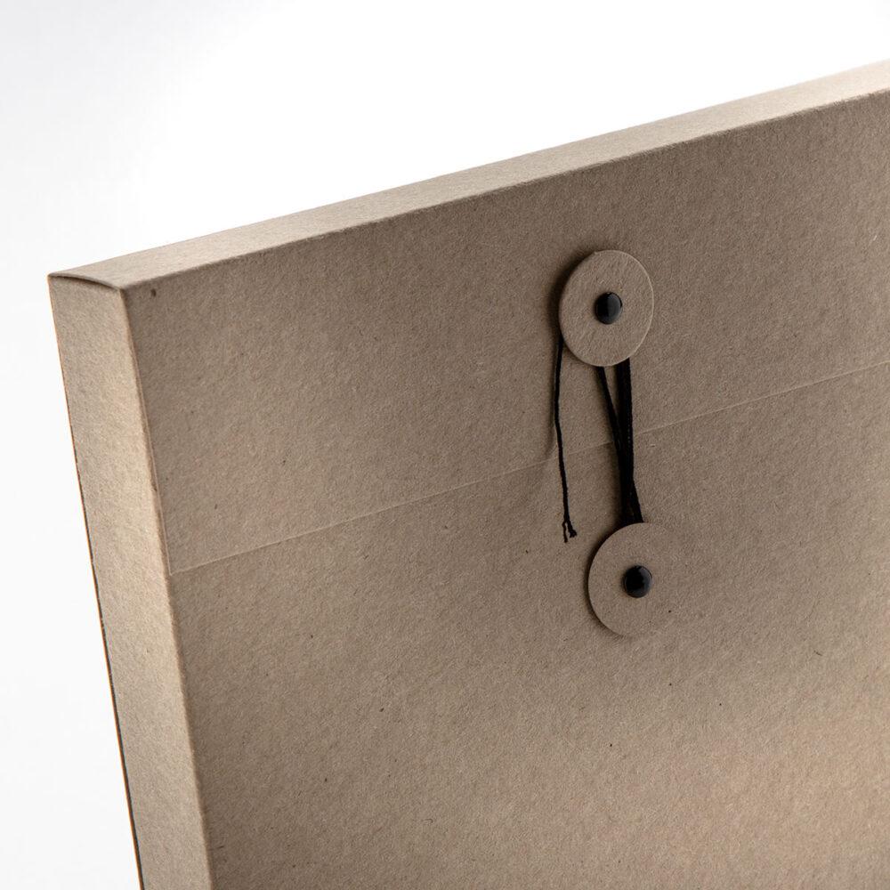 Förpackning i kartong med eget tryck och design